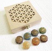 Doos Flower of Life met 7 Orgone gegraveerde Chakra-stenen