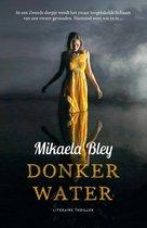 Boekomslag van 'Donker water'