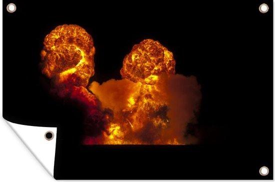 Een grote brand tijdens de nacht Tuinposter 180x120 cm - Tuindoek / Buitencanvas / Schilderijen voor buiten (tuin decoratie) XXL / Groot formaat!