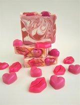 Love & Kisses Zeep - handgemaakte natuurlijke zeep  /   Savon naturel artisanal - Love & Kisses