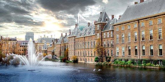 JJ-Art | Den Haag, Binnenhof, Hofvijver en Mauritshuis, het torentje in Fine Art | regering, overheid, Nederland, steden | Foto-Schilderij print op Canvas (canvas wanddecoratie) | KIES JE MAAT
