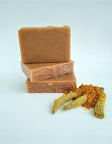 Kurkuma Zeep - handgemaakte natuurlijke zeep  /  Savon naturel artisanal au Curcuma
