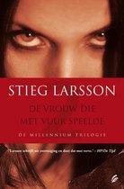 Omslag Millennium 2 - De vrouw die met vuur speelde - Deel 2 van de Millenium trilogie - Stieg Larsson