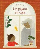 Un pajaro en casa (Bird House Spanish edition)