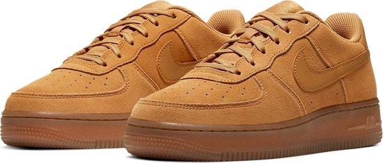 bol.com | Nike Air Force 1 Sneakers - Maat 36.5 - Unisex - bruin