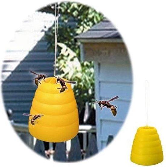 Wespenval bijenkorf - Merkloos