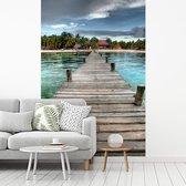 Fotobehang vinyl - Uitzicht op de pier op het strand bij het Mexicaanse Isla Mujeres breedte 180 cm x hoogte 270 cm - Foto print op behang (in 7 formaten beschikbaar)
