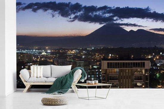 Fotobehang vinyl - Donkere schemering over Guatemala met vulkanen breedte 535 cm x hoogte 320 cm - Foto print op behang (in 7 formaten beschikbaar)