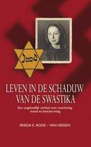 Leven in de schaduw van de Swastika