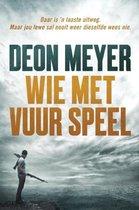 Boek cover Wie met vuur speel van Deon Meyer