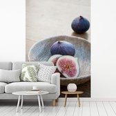 Verse vijgen in een rustieke kom gemaakt van hout fotobehang vinyl 180x270 cm - Foto print op behang