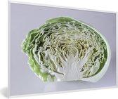 Foto in lijst - Doorsnede van een kool met een grijze achtergrond fotolijst wit 60x40 cm - Poster in lijst (Wanddecoratie woonkamer / slaapkamer)