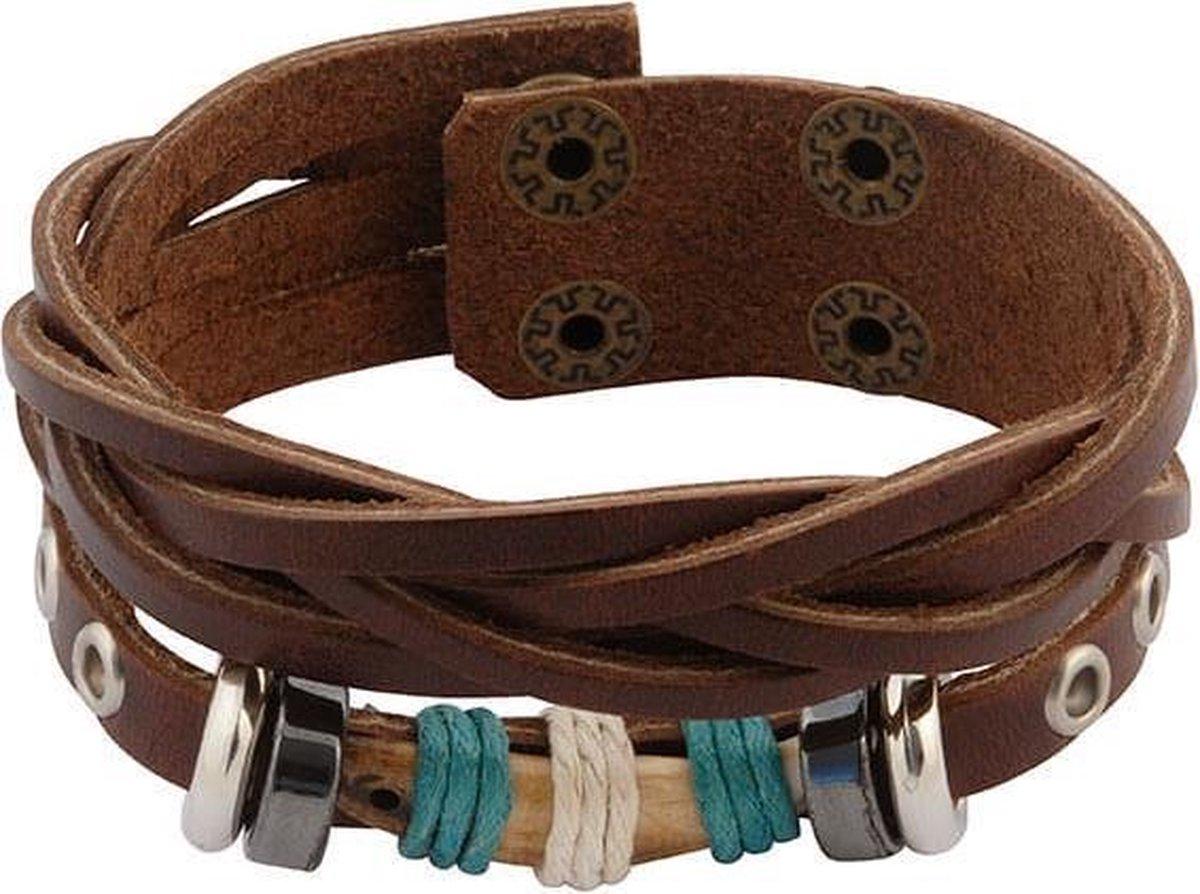 Bruin gevlochten leren armband met stoere houten kraal - in lengte verstelbaar - 17 en 19 cm - Wereldse Juwelen