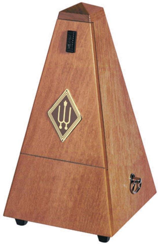 M 811MK metronoom Pyramide Kirschbaum seidemat hout