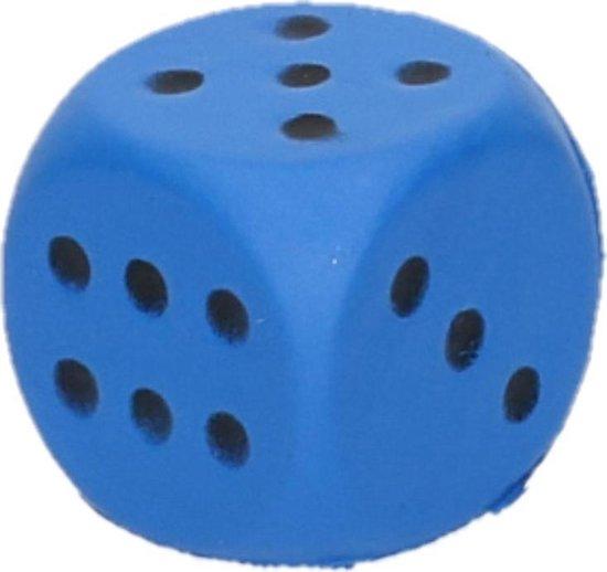 Afbeelding van het spel Foam dobbelsteen blauw 4 x 4 cm