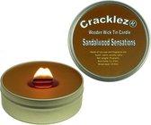 Cracklez® Knetterende Houten Lont Geurkaars in blik Sandalwood Sensations. Kruidige Sandelhout. Donker-bruin.