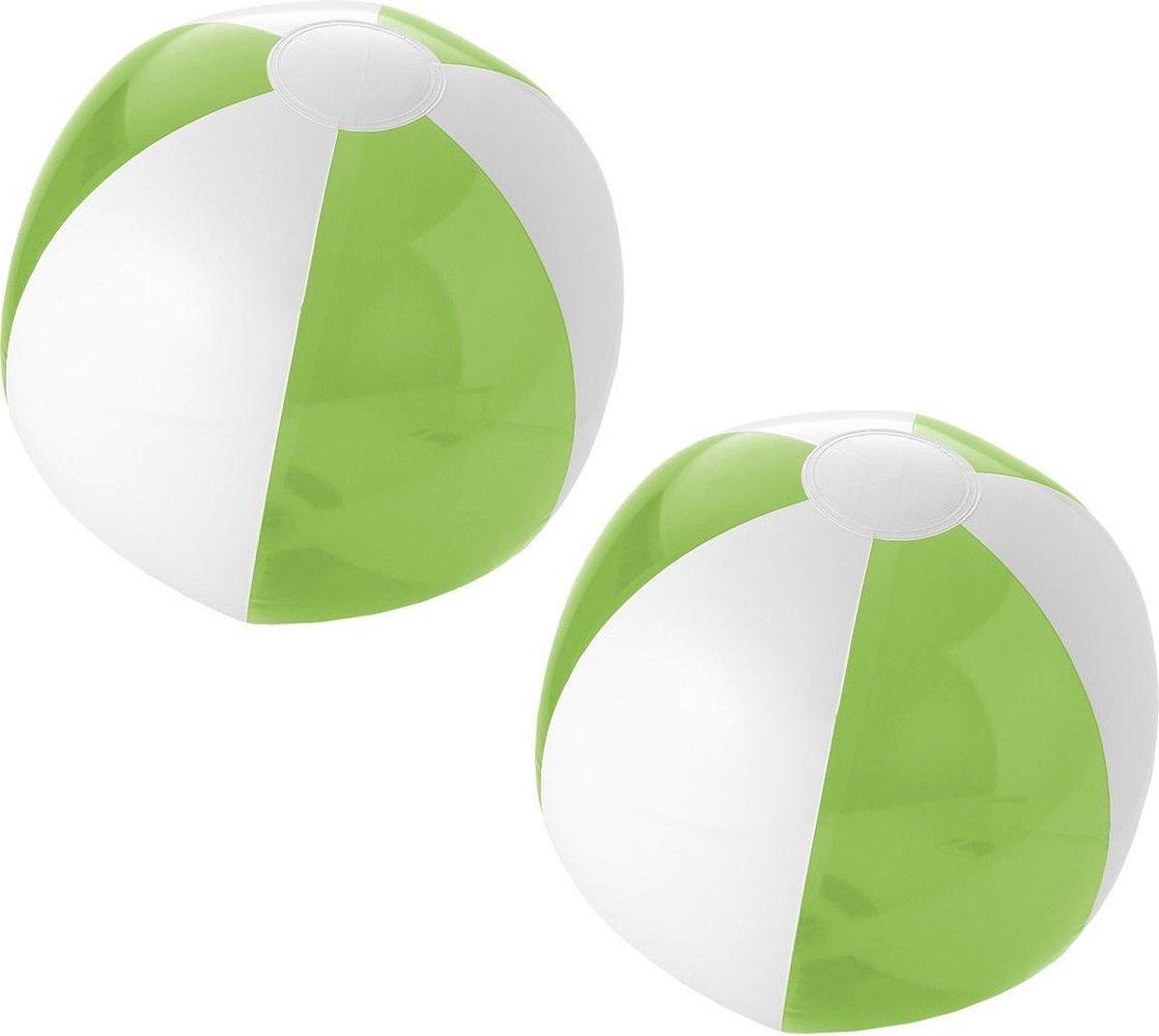 2x stuks opblaasbare strandballen groen/wit 30 cm - Buitenspeelgoed waterspeelgoed opblaasbaar