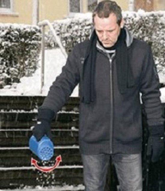 Handige Wenko gedoseerde handstrooier - Handstrooier voor strooizout - Verstelbare deksel - Sneeuw en ijs - Winter voorbereiding