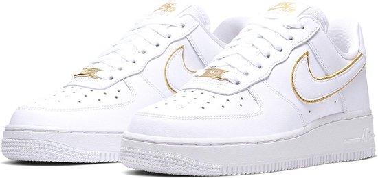 bol.com | Nike Sneakers - Maat 39 - Vrouwen - wit/goud