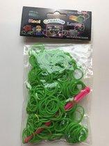 2 zakjes van 300 Groene loom stiekjes, dus 600 elastiekjes
