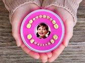 Schattig Roze Tandendoosje - (Meisje) - Firsty Round - Inclusief Koelkastmagneet