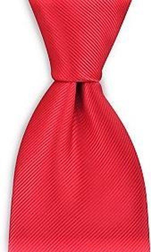 Rood is power! Kies voor deze rode, satijnen stropdas.