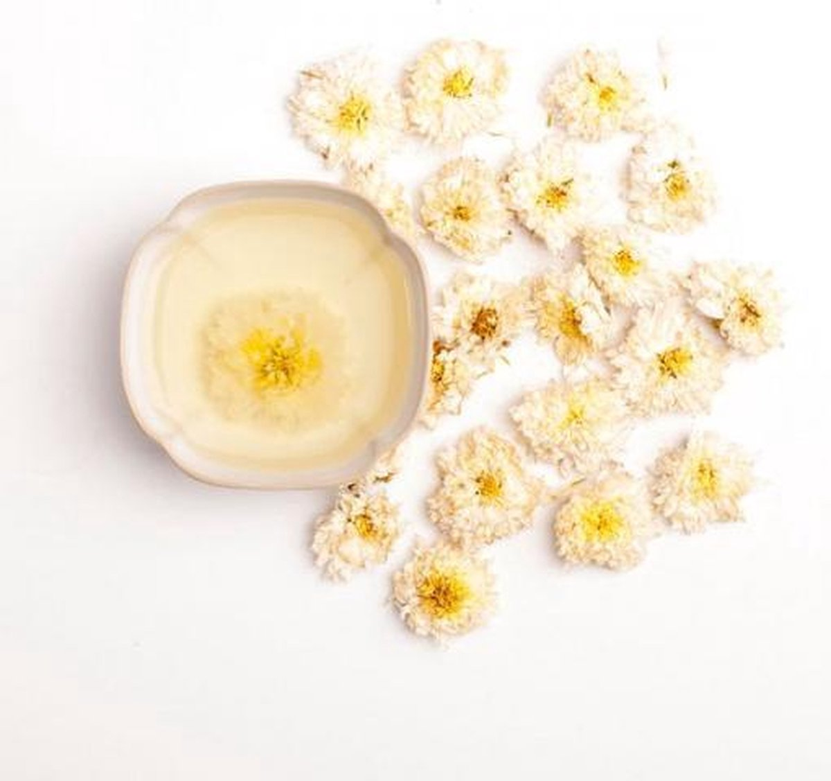 White Chrysanthemum Flower thee in Try Me zakje - Cups and Leafs