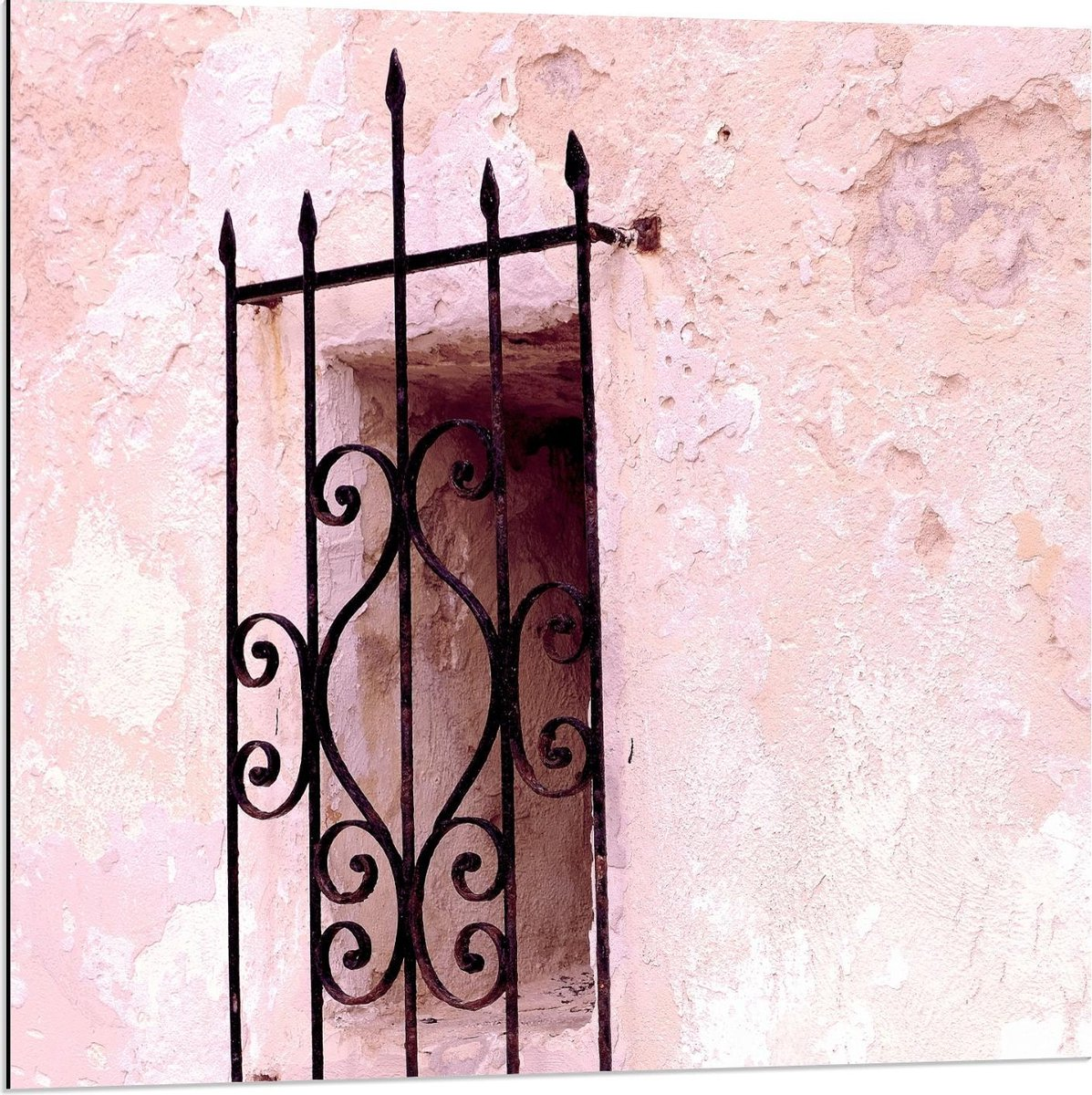 Dibond - Stalen Raam in Roze Gebouw - 80x80cm Foto op Aluminium (Wanddecoratie van metaal)