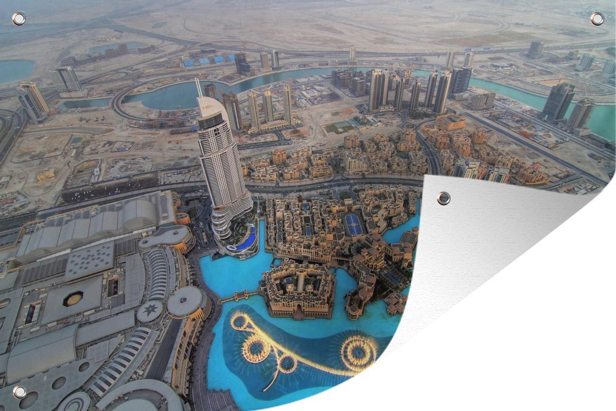 Tuinposter Dubai Fontein - Verlichte Dubai fontein tuinposter los doek 120x80 cm - Tuindoek/Buitencanvas/Schilderijen voor buiten (tuin decoratie)