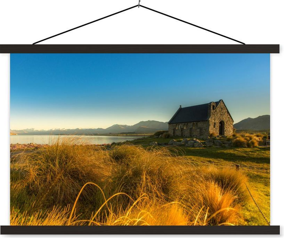 Church of the Good Shepherd in Nieuw-Zeeland bij zonsondergang textielposter latten zwart 60x40 cm - Foto print op schoolplaat (wanddecoratie woonkamer/slaapkamer) / Zee en Strand