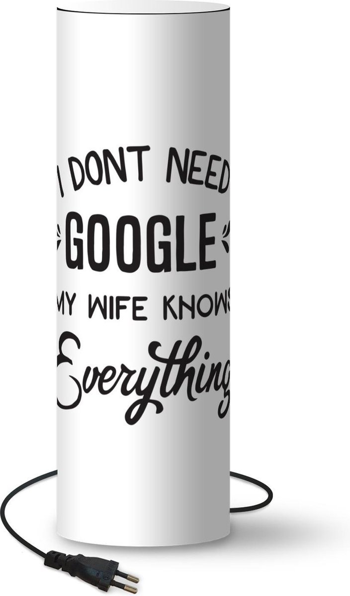 Lamp Moederdag Quotes - Moederdag quote ''I don't need google my wife knows everything'' tegen witte achtergrond lamp - 60 cm hoog - Ø19 cm - Inclusief LED lamp