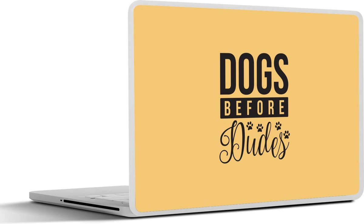 Laptop sticker - 17.3 inch - Quote Dogs before dudes op een gele achtergrond