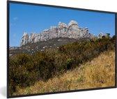 Foto in lijst - Uitzicht op de mooie bergen van het Nationaal park Andringitra fotolijst zwart 60x40 cm - Poster in lijst (Wanddecoratie woonkamer / slaapkamer)