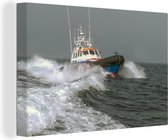 Een reddingsboot op zee 140x90 cm - Foto print op Canvas schilderij (Wanddecoratie woonkamer / slaapkamer)