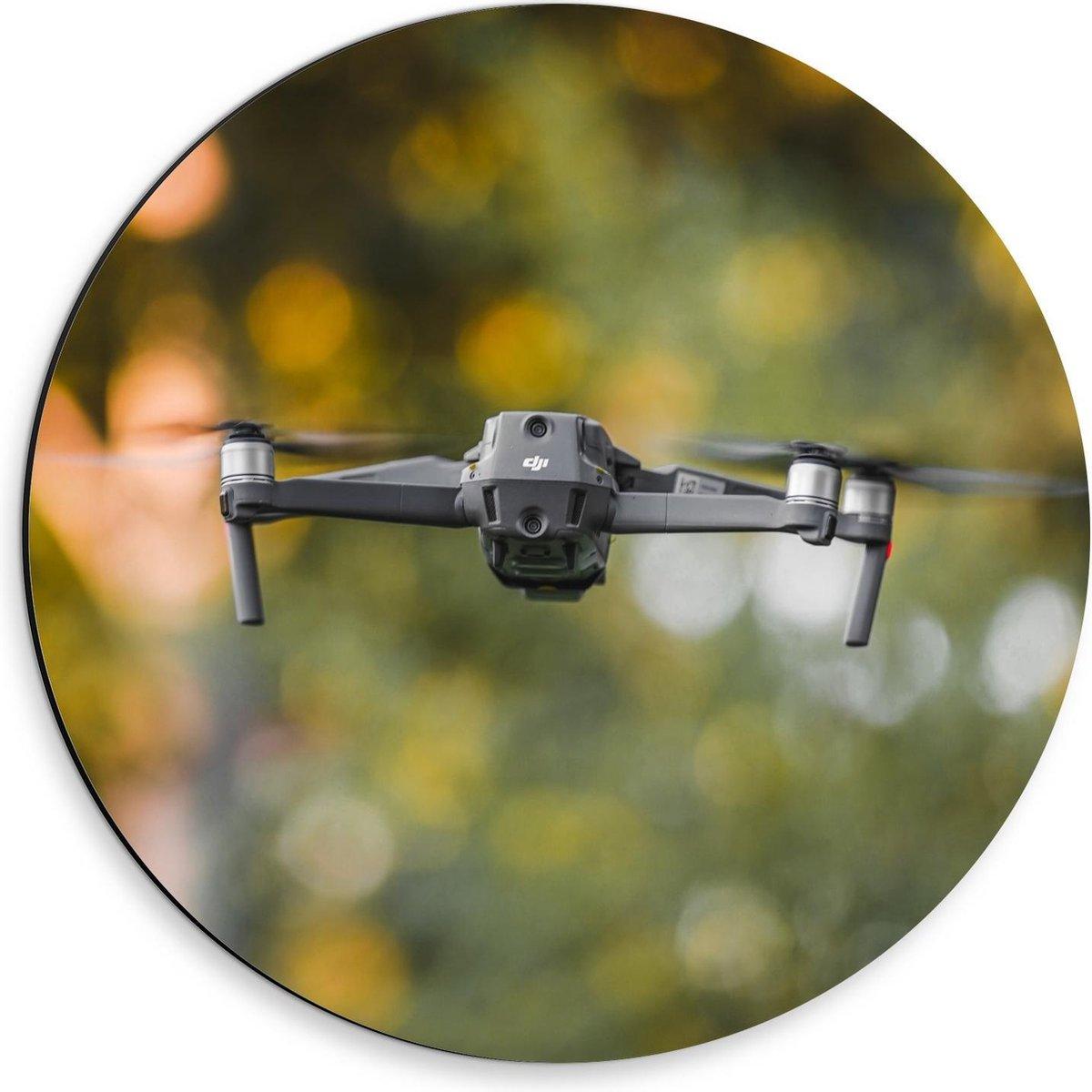 Dibond Wandcirkel - Drone op Groene Achtergrond - 30x30cm Foto op Aluminium Wandcirkel (met ophangsysteem)