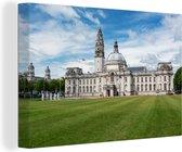 Stadhuis van Cardiff in Europa tijdens een zonnige dag Canvas 60x40 cm - Foto print op Canvas schilderij (Wanddecoratie woonkamer / slaapkamer) / Europese steden Canvas Schilderijen