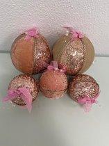 Kerstballen van velvet stof met decoratie/glitter (roze) - set van 5 kerstballen