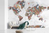 Fotobehang vinyl - Wereldkaart met kleurrijke versiering breedte 525 cm x hoogte 350 cm - Foto print op behang (in 7 formaten beschikbaar)