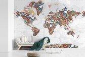 Fotobehang vinyl - Wereldkaart met kleurrijke versiering breedte 450 cm x hoogte 300 cm - Foto print op behang (in 7 formaten beschikbaar)