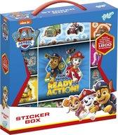 Paw Patrol stickerbox 12 rolls stickers met plak- en tekenboekje - meer dan 1000 stickers - Totum stickerset