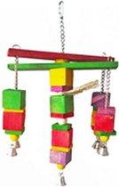 Hout speeltje om aan te knabbelen en te hangen
