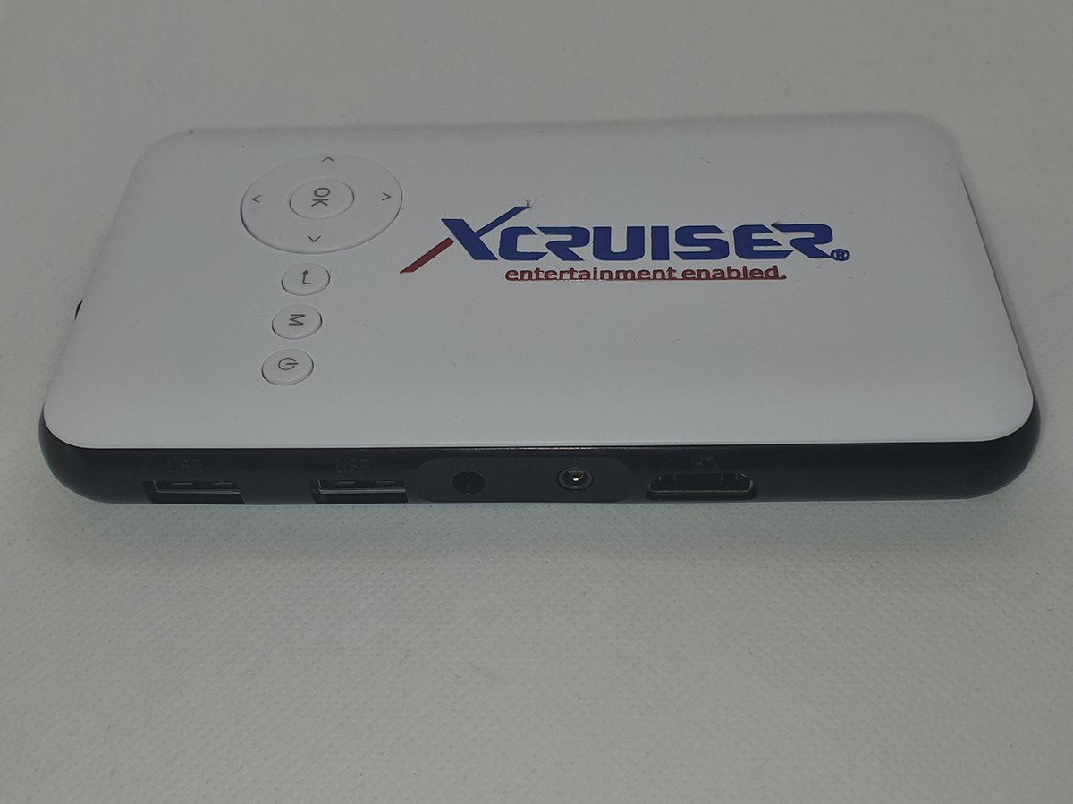 Xcruiser Mini projector with wifi android Mediaplayer TV box.