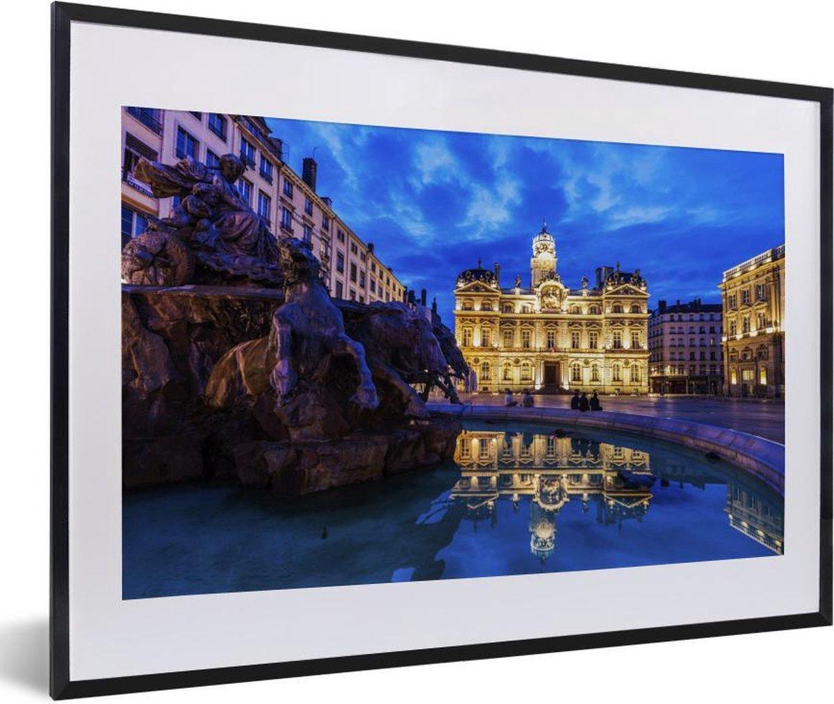 Poster met lijst Lyon - Verlichting bij het stadhuis van Lyon in Frankrijk fotolijst zwart met witte passe-partout - fotolijst zwart - 60x40 cm - Poster met lijst