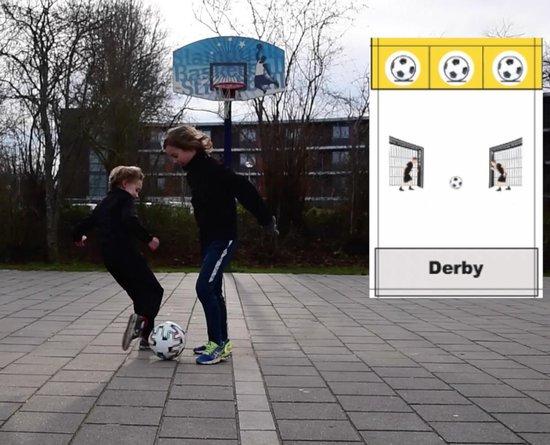 Thumbnail van een extra afbeelding van het spel Footballastic - Actief Kaartspel - Voetbal Spel - Buitenspelen -
