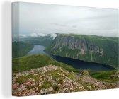 Uitzicht over het Nationaal park Gros Morne in Canada Canvas 140x90 cm - Foto print op Canvas schilderij (Wanddecoratie woonkamer / slaapkamer)