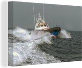 Een reddingsboot op zee 120x80 cm - Foto print op Canvas schilderij (Wanddecoratie woonkamer / slaapkamer)