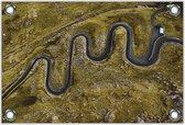 Tuinposter –Weg tussen Bergen van Bovenaf– 120x80 Foto op Tuinposter (wanddecoratie voor buiten en binnen)