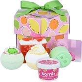 Bomb Cosmetics Cadeau Bad Geschenkset Fruit Basket Gift Box met handgemaakte zeep, bath bombs en veel meer!