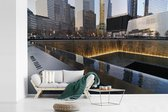 Fotobehang vinyl - Het September 11 Memorial overdag in New York breedte 330 cm x hoogte 220 cm - Foto print op behang (in 7 formaten beschikbaar)