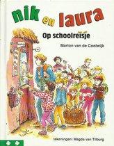 Boek cover Nik en Laura op schoolreisje van Marion van de Coolwijk